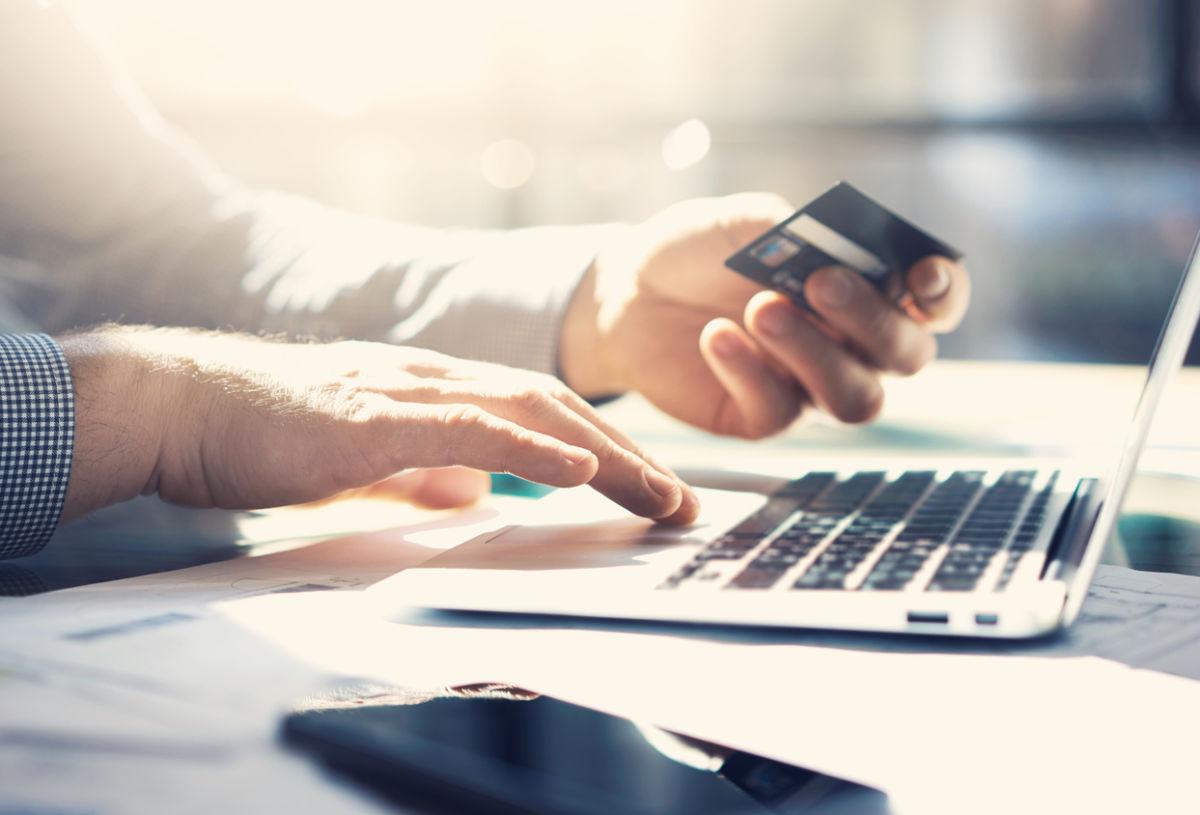 Банки повысят комиссии за прием карт в интернете после отмены льгот ЦБ